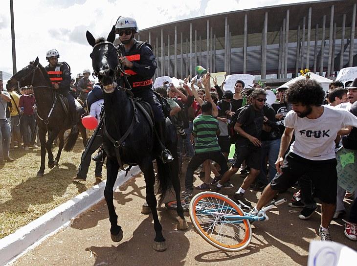 У Национального стадиона Бразилии имени Манэ Гарринчи, город Бразилиа