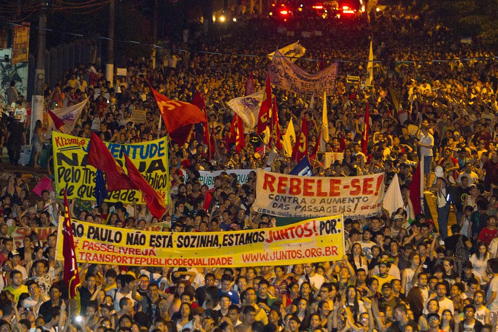 Участники демонстраций, жители крупнейших городов Бразилии, протестуют не только против удорожания билетов на городские автобусы и не только против расходов на чемпионат мира, но и в целом против коррупции и социального неравенства, увязывая все эти явления между собой