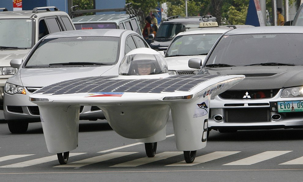 Студент из Филиппин построил автомобиль на солнечных батареях