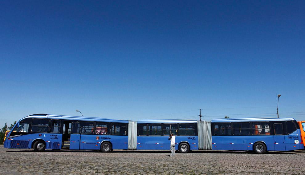 Длинный-предлинный автобус в Куритиба, Бразилия