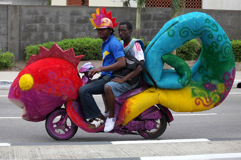 Карнавальный мотоцикл в Лагосе, Нигерия