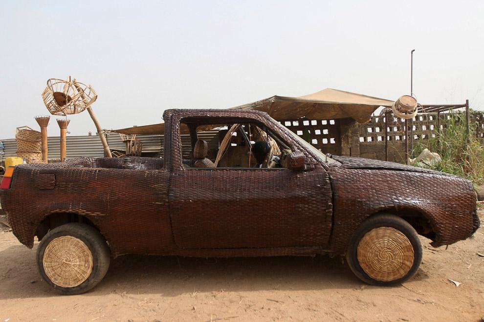 Автомобиль, обшитый тростником