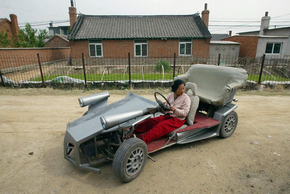 Безумная машина на окраине Шэньяна, Китай