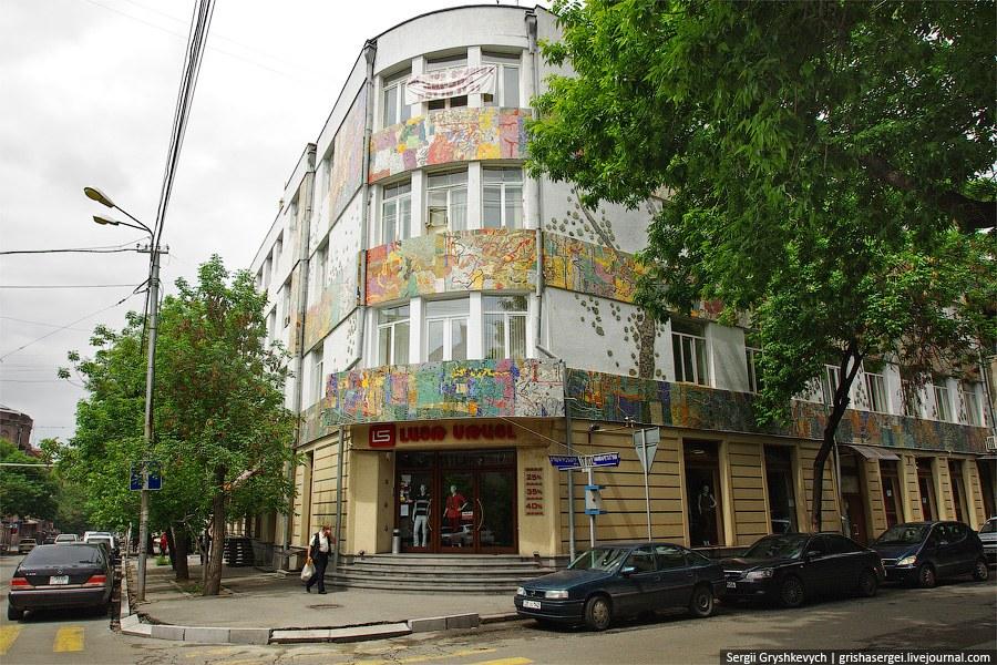 Начиная с 1924 года Ереван был полностью перепланирован и перестроен