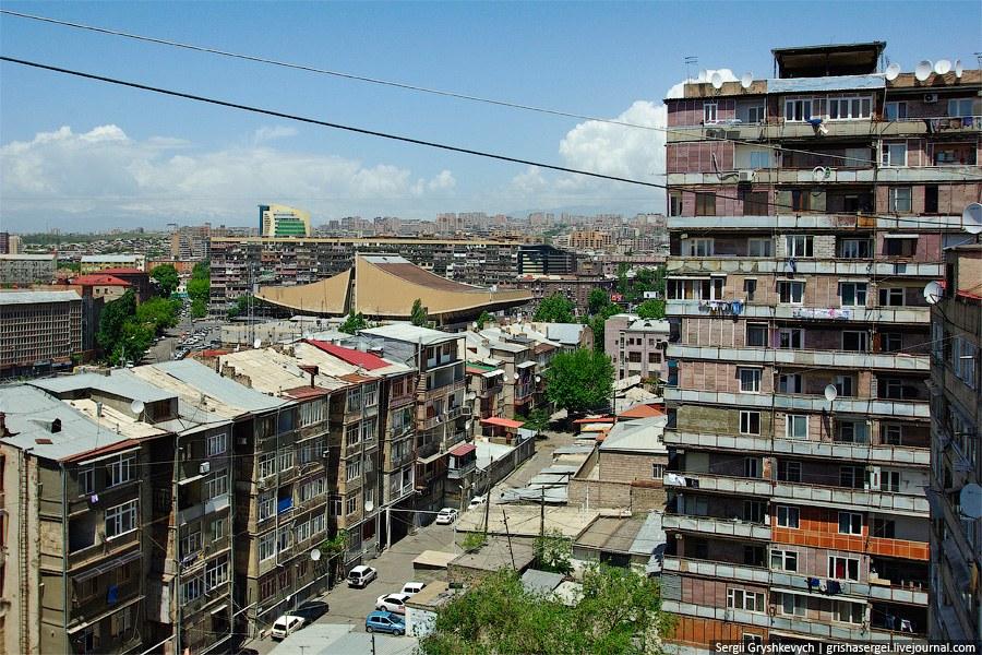 С многоквартирными домами в Армении делают что хотят