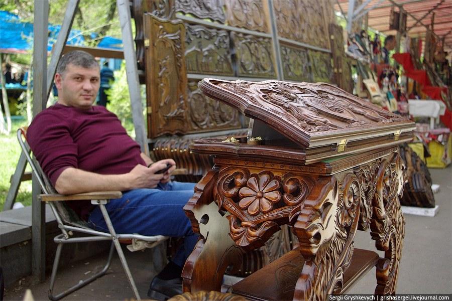 """На рынке """"Вернисаж"""" в Ереване"""