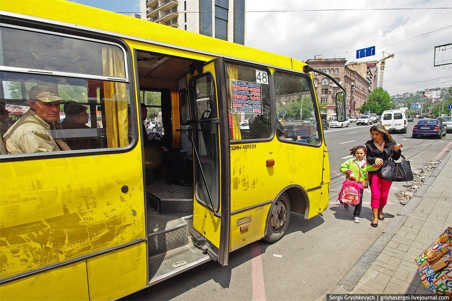 Когда-то в Ереване был трамвай, а теперь и желтый Богдан - автобус