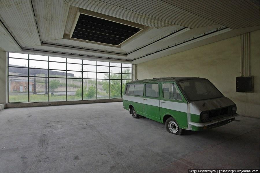 Археологи будущего сломают голову строя гипотезы объясняющие попадание рафика в пустые залы северного автовокзала в Ереване