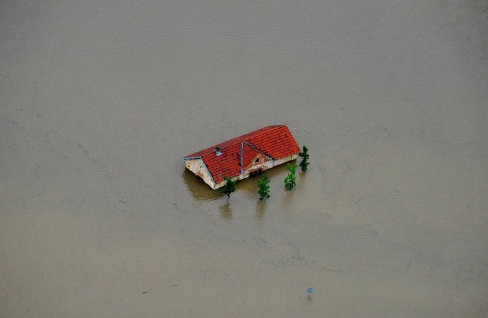 Ушел под воду. Город Кралупи-над-Влтавоу на реке Влтаве