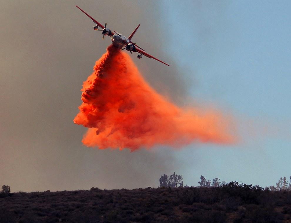 Пожарный самолет. Ланкастер, штат Калифорния