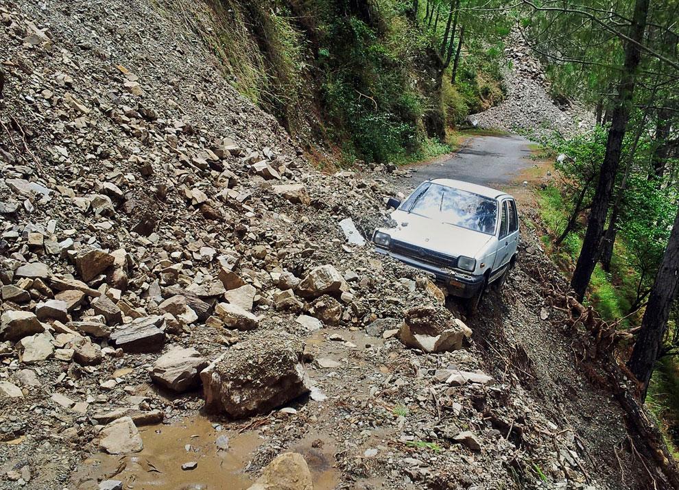 Не менее 130 человек погибли из-за вызванных ливнями наводнений и оползней в северных индийских штатах Уттаракханд, Химачал-Прадеш и Уттар-Прадеш