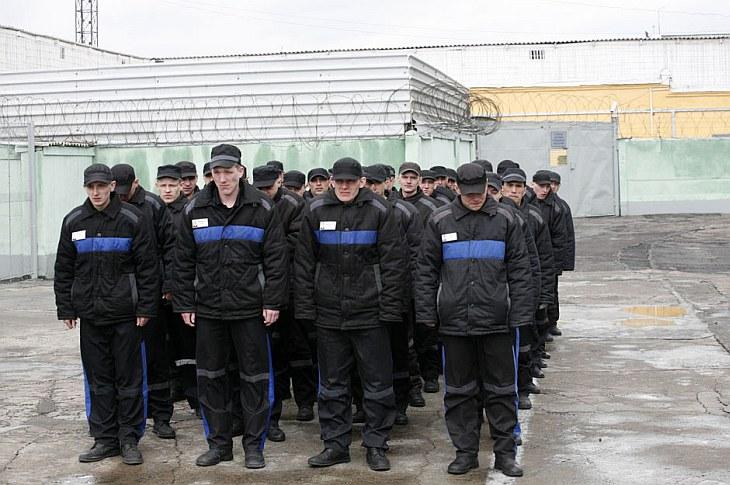 Заключенные перед прогулкой в колонии строгого режима под Красноярском
