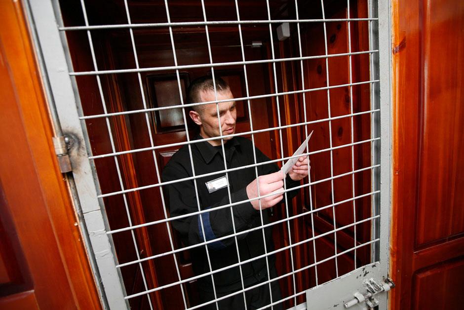 Заключенный Борис Ковалев за несколько дней до освобождения. Получил письмо от жены