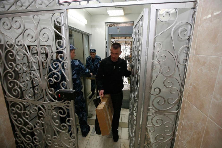День досрочного освобождения, 10 мая 2013. Борис Ковалев покидает стены тюрьмы в Красноярском крае