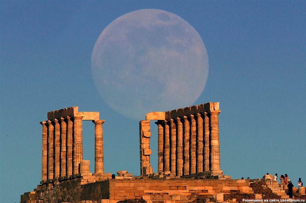 Суперлуние 2013 над храмом Посейдона, Греция