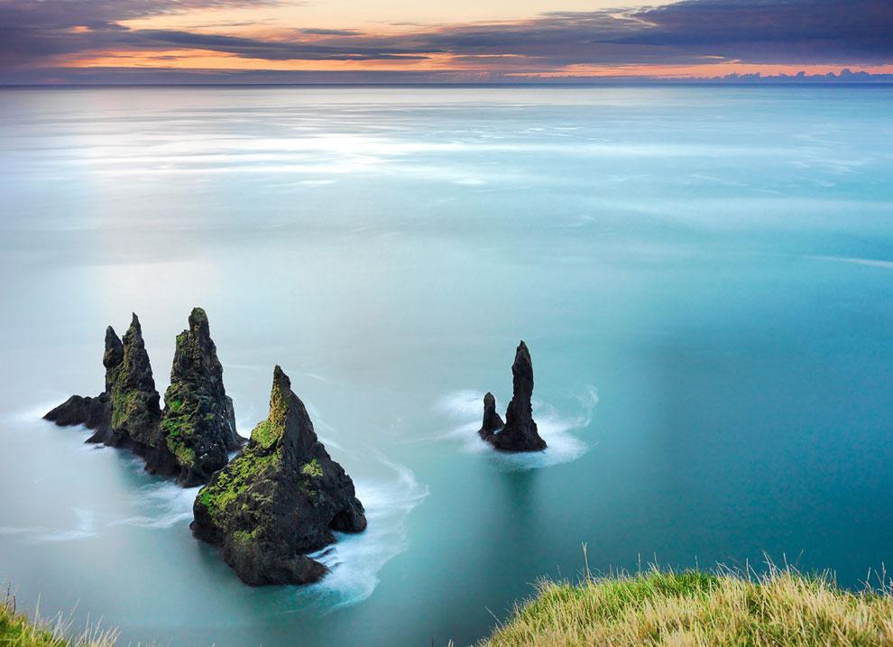 Одной из достопримечательностей Вика является Рейнисдрангар — базальтовые колоны в море
