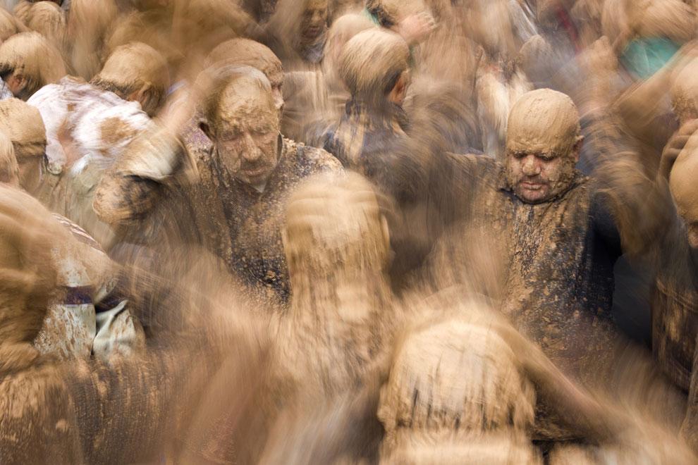 Ашура — у шиитов день поминовения имама Хусейна, павшего мученической смертью в 680 году в Кербеле