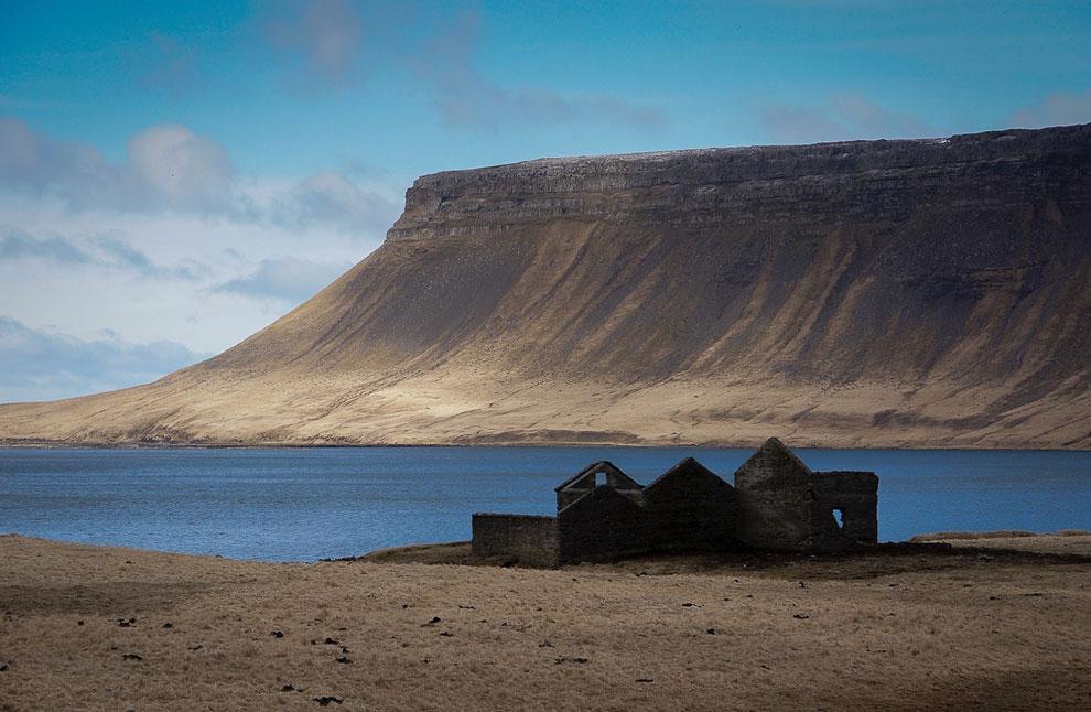 Заброшенное строение в Исландии
