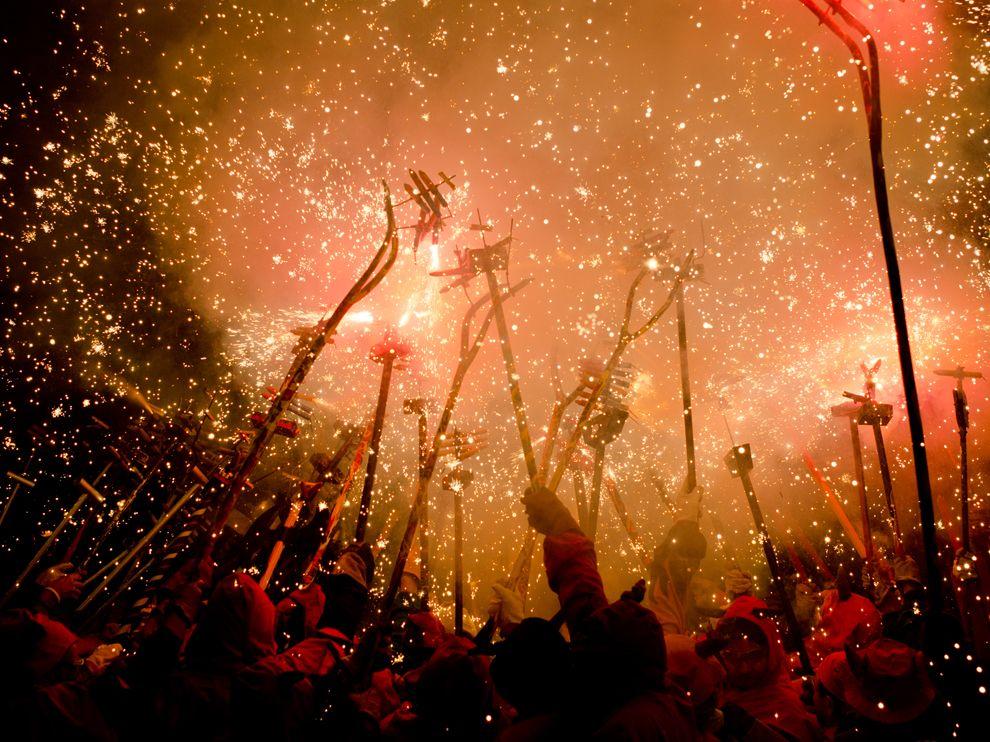Фейерверки и демоны в Каталонии
