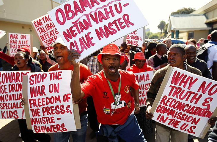 Президент США Барак Обама встретился вчера в Йоханнесбурге с семьей бывшего президента ЮАР Нельсона Манделы