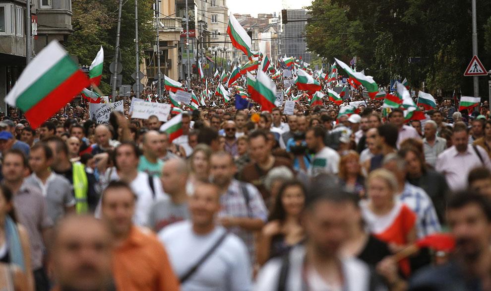 В Болгарии уже 2 недели продолжаются антиправительственные демонстрации против взятничества и коррупции