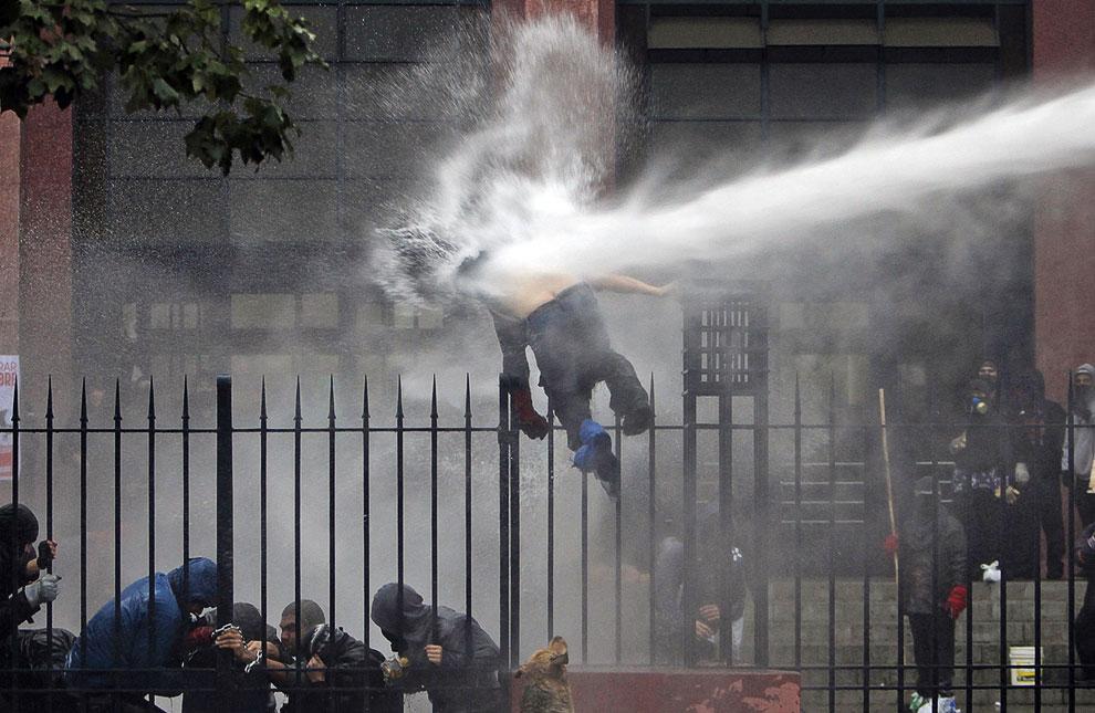 Столкновения студентов с полицией в Чили