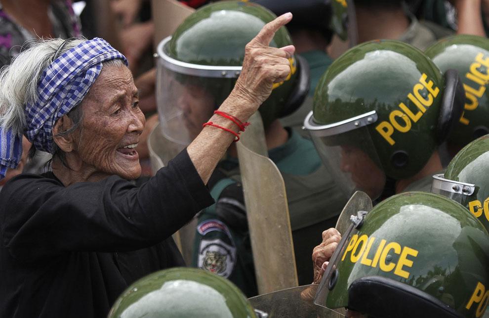 В столице Пномпене давно идут акции протеста против против захвата земли строительной фирмой