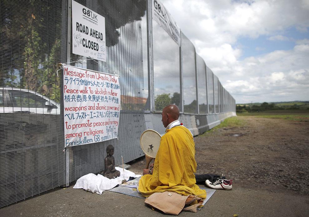 Северная Ирландия. Акция протеста буддийского монаха, направленная против ядерного оружия и ядерных технологий