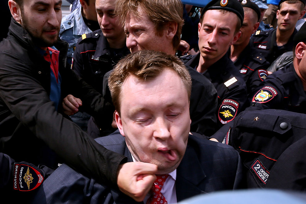25 мая 2013 в Москве активисты ЛГБТ-движения решили выйти на несогласованную акцию после того, как московские власти не разрешили им провести сразу несколько мероприятий, посвящённых борьбе с гомофобией