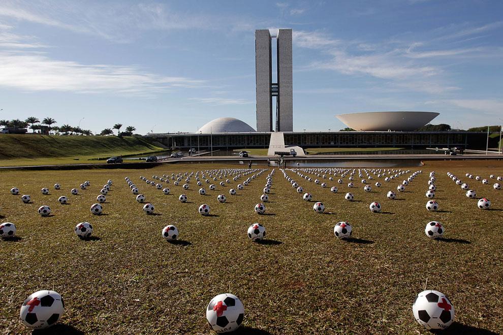 Бразилия протестует против расходов на проведение Чемпионата мира по футболу 2014 года
