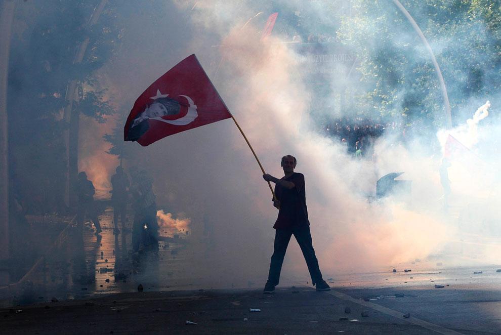 Вскоре основные беспорядки в Турции — переместились из Стамбула в Анкару
