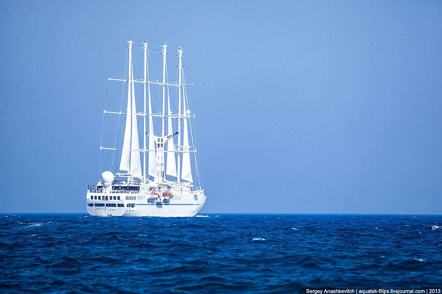 Белоснежный остров Санторини