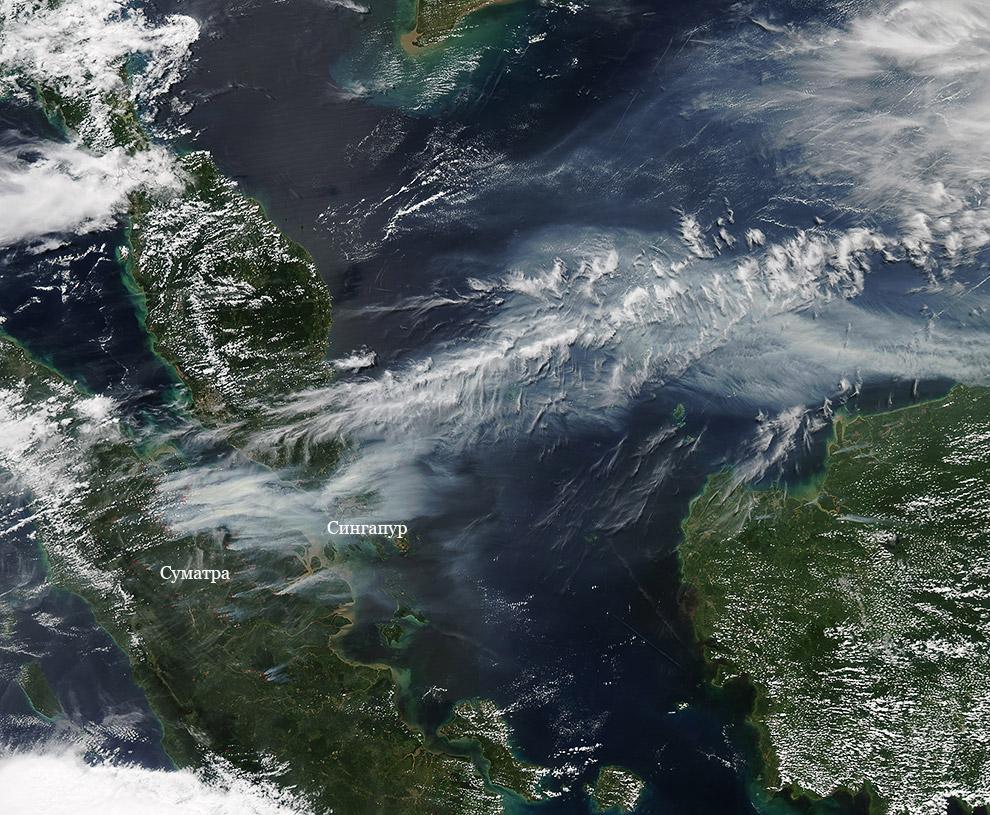 На Суматре видны красные точки, это очаги пожаров