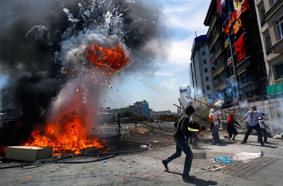 Взрывы на баррикадах