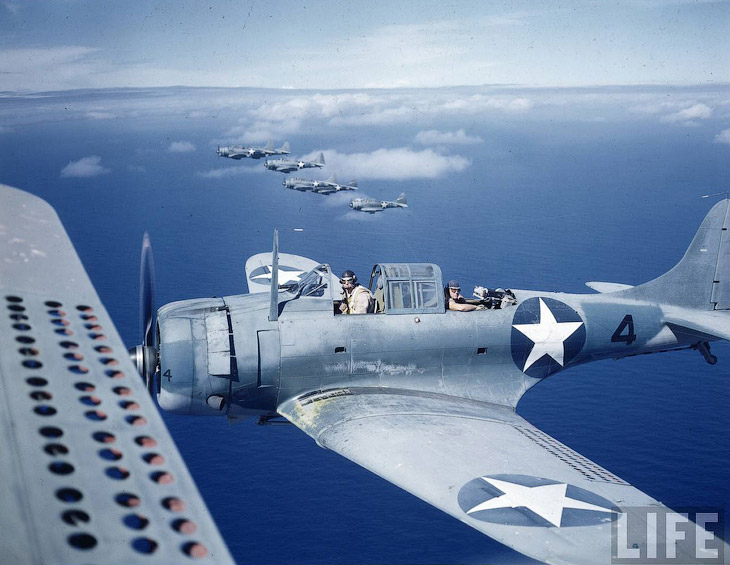 Эскадрилья самолетов у атолла Мидуэй