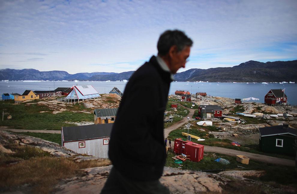 Подавляющее большинство населения проживают на юго-западном побережье, где сосредоточены наиболее крупные города Гренландии