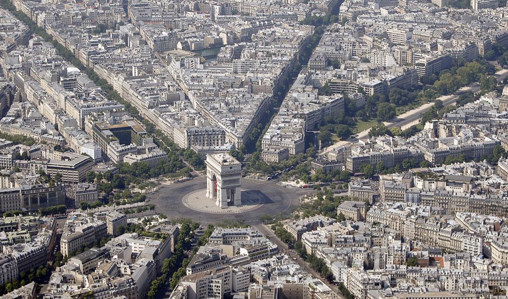 Триумфальная арка на площади Шарля де Голля