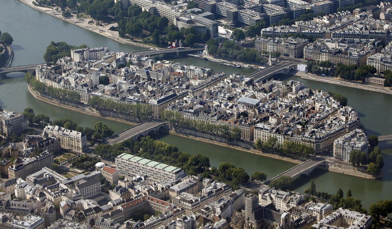 Остров Сен-Луи — меньший из двух сохранившихся островов Сены в центре Парижа