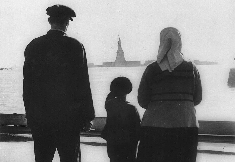 Статую Свободы часто называют «символом Нью-Йорка и США», «символом свободы и демократии», «Леди Свобода»
