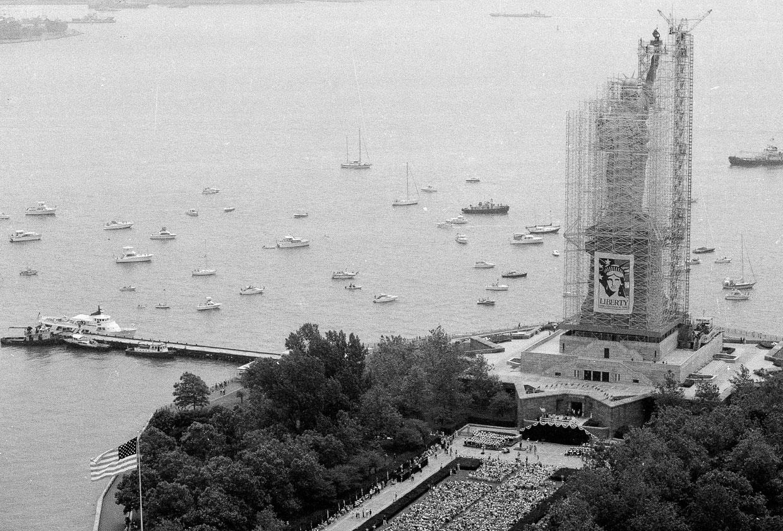 В мае 1982 года президент Рональд Рейган поручил собрать деньги и сделать реставрацию Статуи Свободы. На реставрацию было собрано 87 млн долларов. 4 июля 1984 реставрация началась