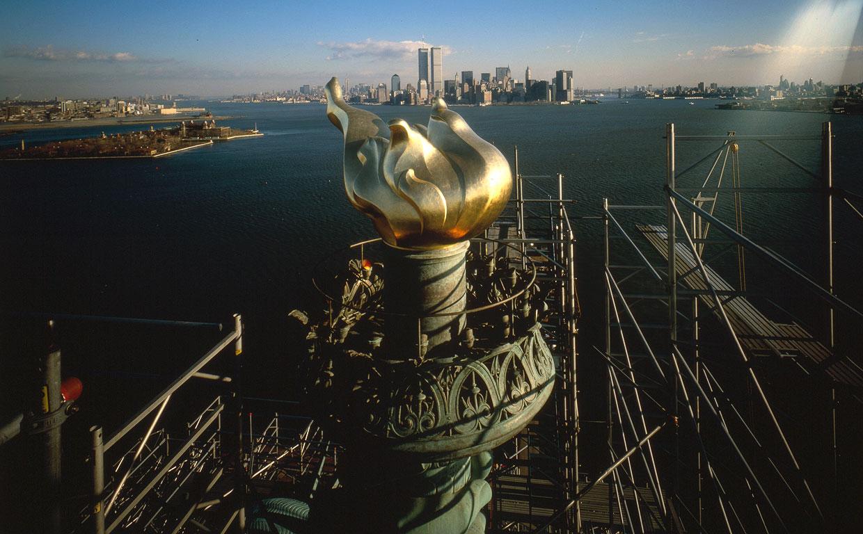 Это уже новый факел и вид на Манхэттен, 1985 год