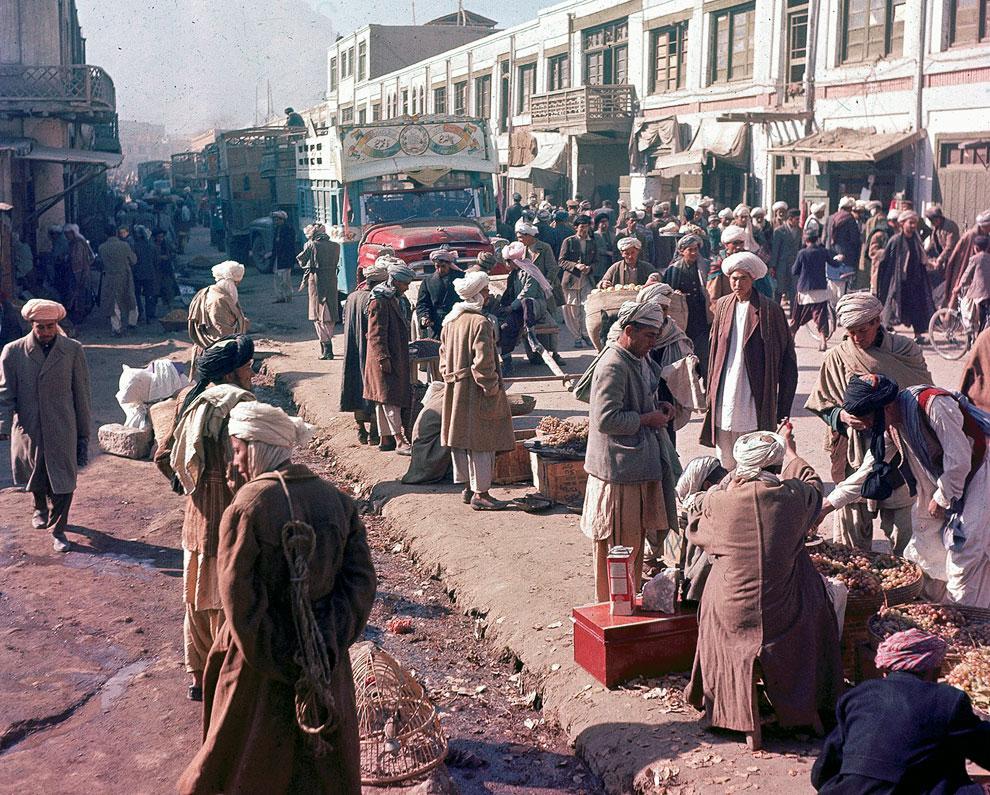 Торговцы на оживленной улице в Кабуле, Афганистан