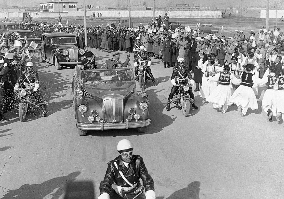 Американского президента Эйзенхауэра встречали не только жители, но и артисты
