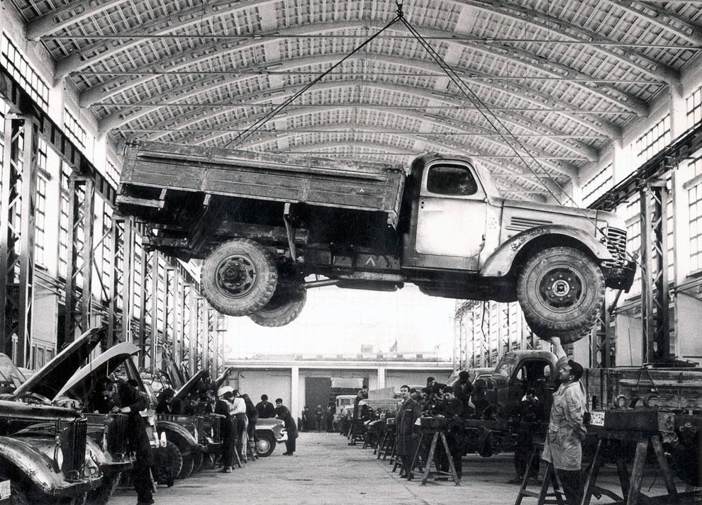 Российский грузовик на единственном предприятии по изготовлению шасси для автомобилей, Кабул