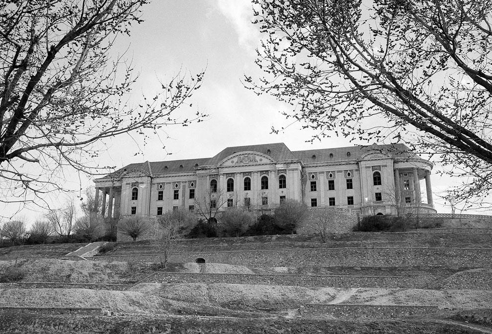 Дворец Тадж-Бек на юго-западной окраине Кабула столицы Афганистана, на хорошо просматривающейся со всех сторон возвышенности