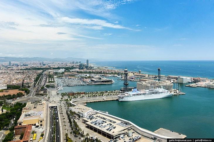 Барселона расположена на берегу Средиземного моря в 120 км от границы Франции