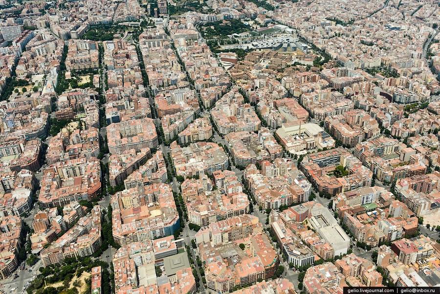Эшампле или «Новый Город» — наиболее населённый район Барселоны