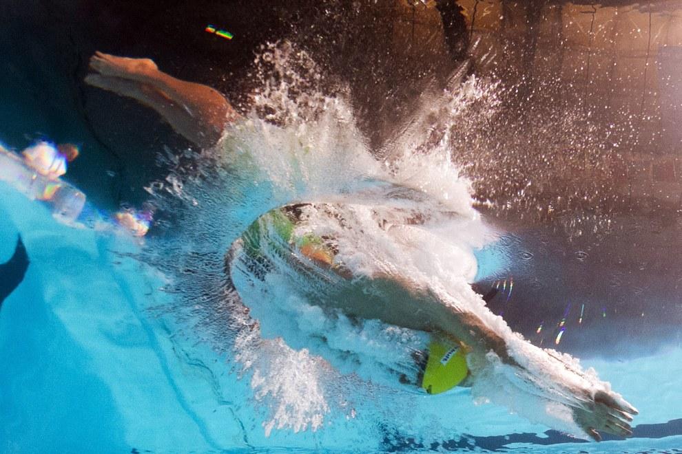 Соревнования у мужчин в 100-метре брассом