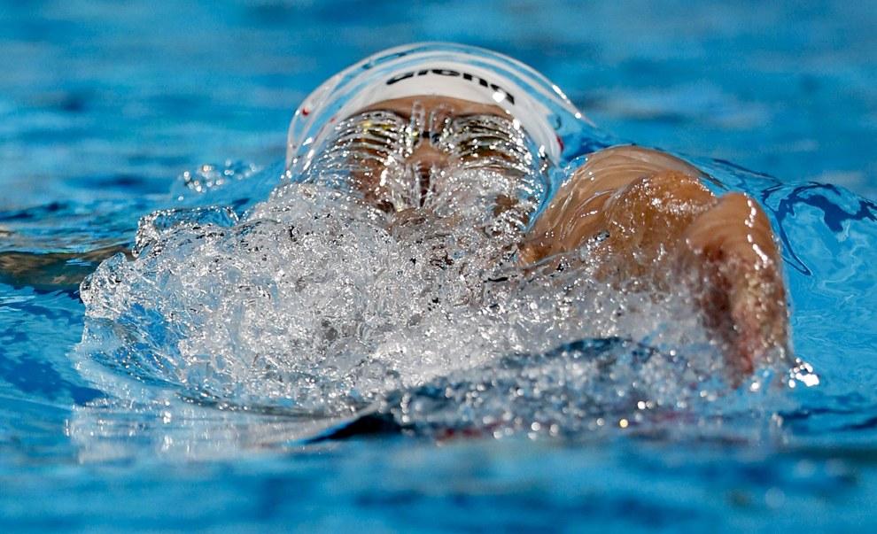 Соревнования в плавании на 100 метров на спине у мужчин