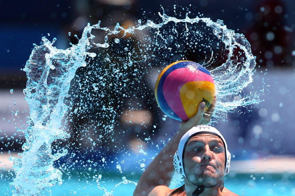 Четвертьфинал по водному поло между командами из США и Испании